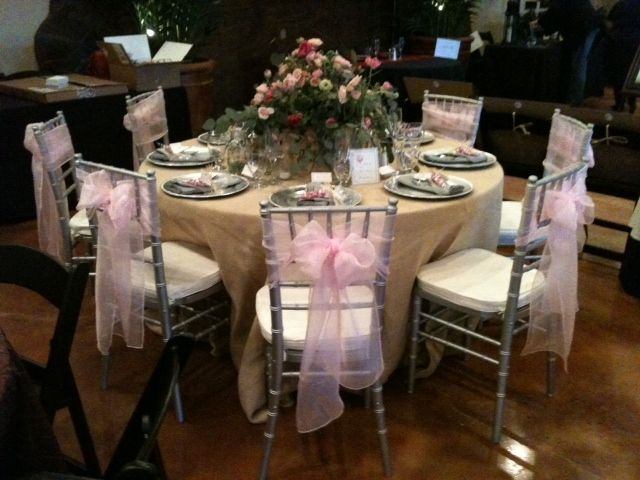 PartyClothsu0027 Burlap Tablecloths Mixed With Silver Chargers And Pink Organza  Chair Ties Were Used To