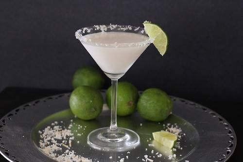 ★♥★ Coconut Lime Dessert Martini ★♥★  View the recipe on our facebook page: https://www.facebook.com/photo.php?fbid=10151895091348169=a.10151866288263169.1073741827.250964568168