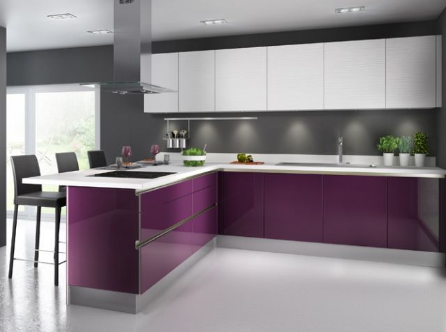 Cuisine color e violet cuisineplus omani pinterest cuisines color es violettes et meubles for Credence violette