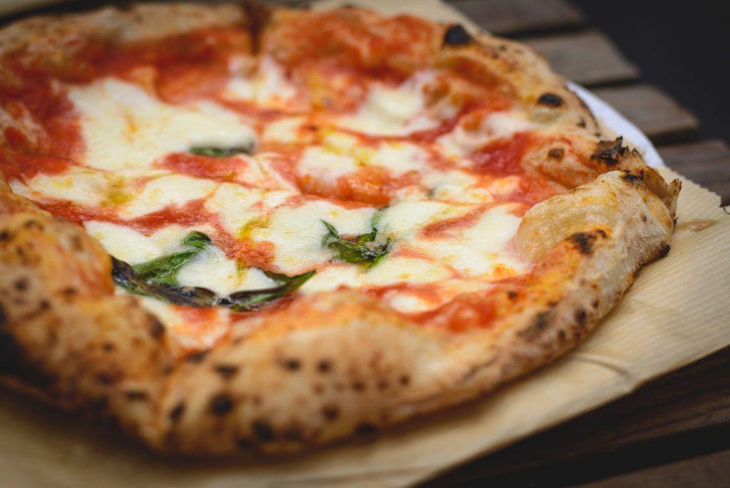 Pizza Napoletana Fatta In Casa Ricetta Ricetta Ricette Idee Alimentari Pizza Napoletana