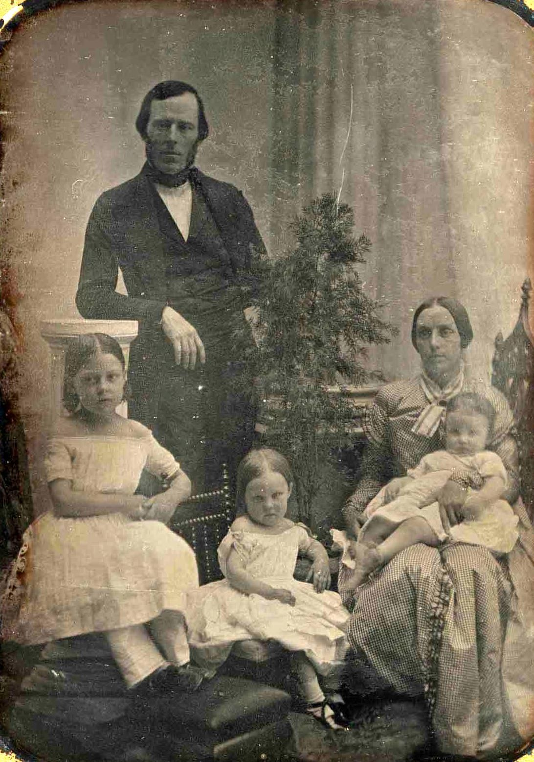 Daguerreotype portrait of the Tobey family, c. 1840′s. By Southworth and Hawes.