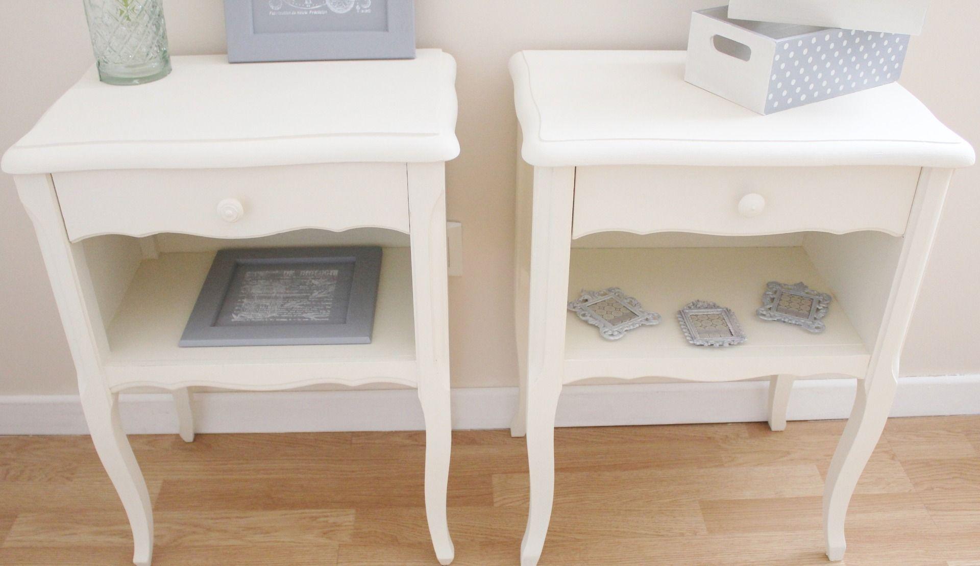 Tables de chevet ivoire style shabby chic meubles et rangements par aufonddemongrenier - Meuble style shabby ...