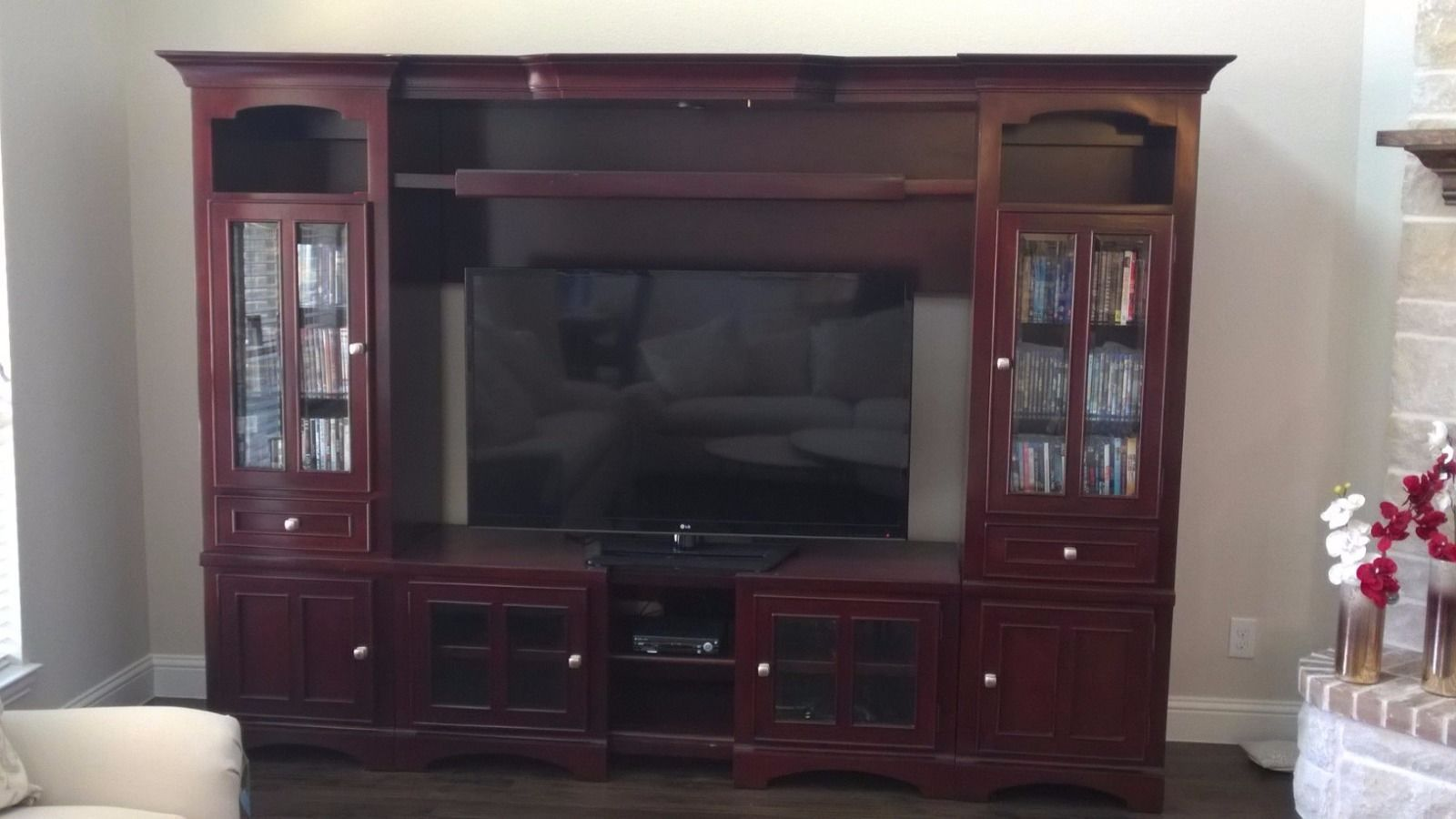 Tv And Media Wall Units: Entretaiment Center TV Media Wall Unit
