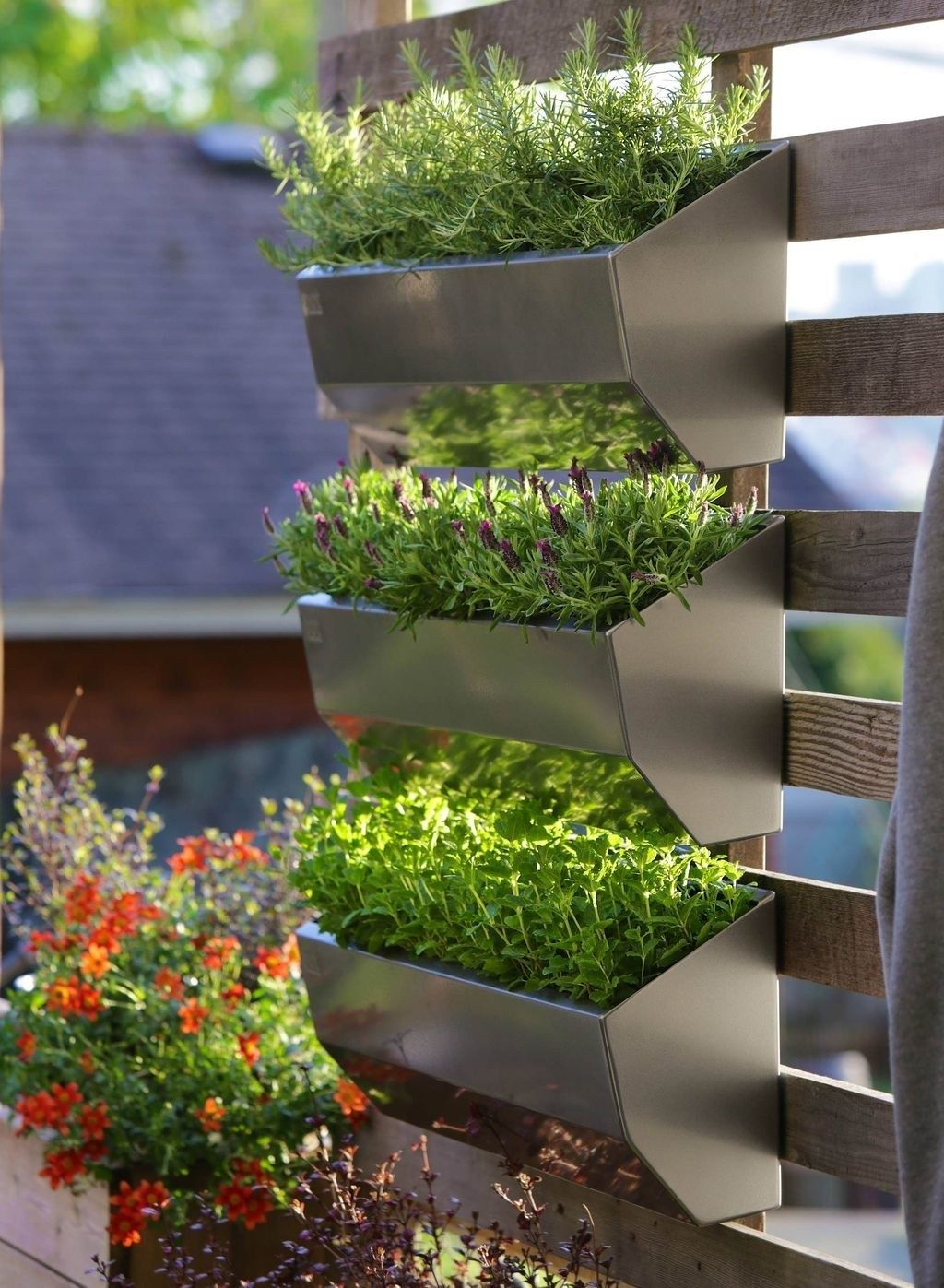 Why Should You Have A Creative Design For Your Diy Vertical Garden Ideas Vertical Vegetable Gardens Vertical Garden Diy Vertical Vegetable Garden