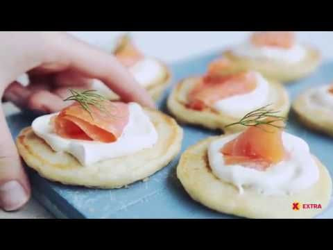 Blinis med røkelaks og crème fraîche | Forrett | EXTRA -