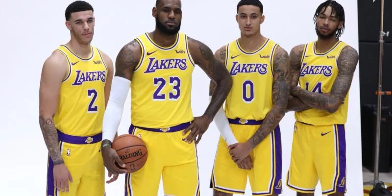 Nba Trade News La Lakers Now Wants Carmelo Anthony Or Derrick Rose La Lakers Los Angeles Lakers Nba