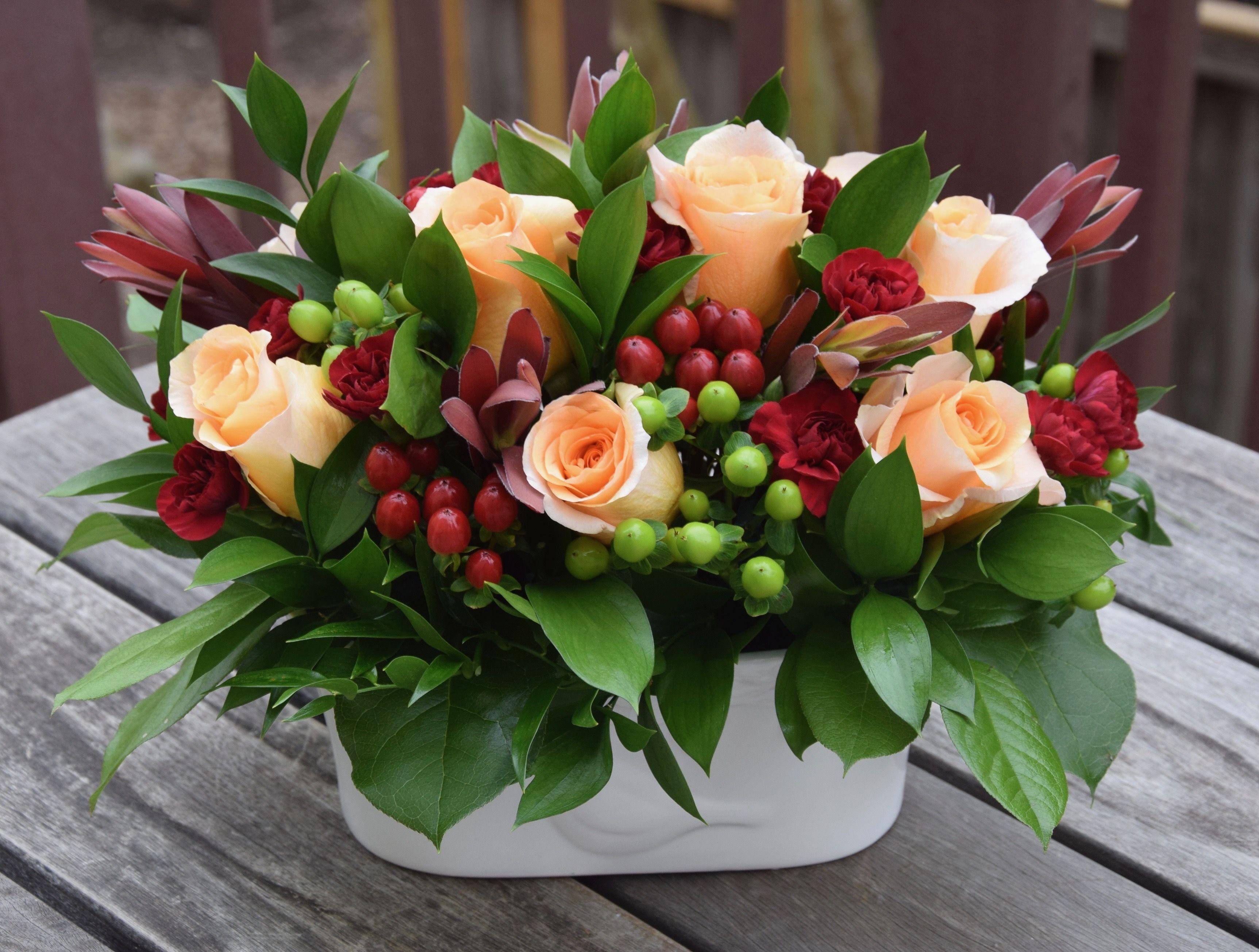 Fresh Flower Arrangement With Peach Roses Fresh Flowers Arrangements Easter Flower Arrangements Flower Arrangements Simple