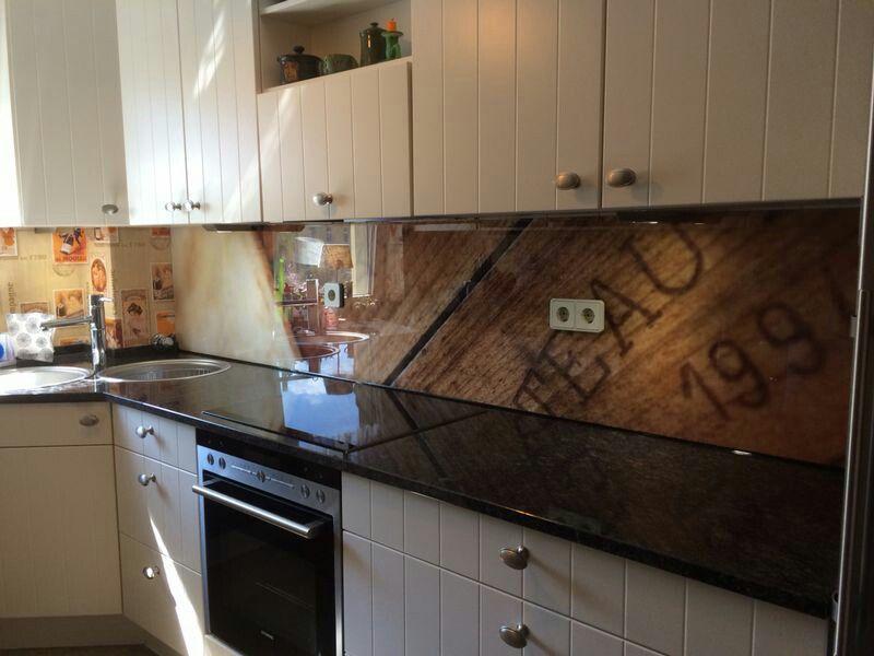 Glasrückwand mit Holz Dekor küchenspritzschutz mit Folie Pinterest