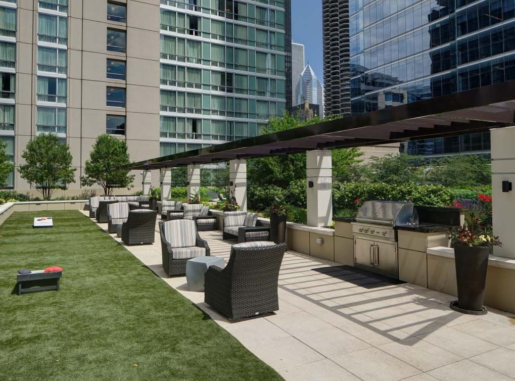 The Rooftop Deck Has Grilling Stations Tons Of Seating And Green