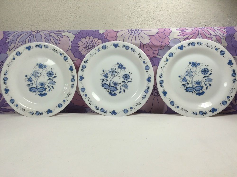 Vintage Arcopal France Blue Onion Side Plate Set of 3 Plates Flower 70s Retro | eBay & 12 best Vintage French Arcopal Milk Glass images on Pinterest | Milk ...