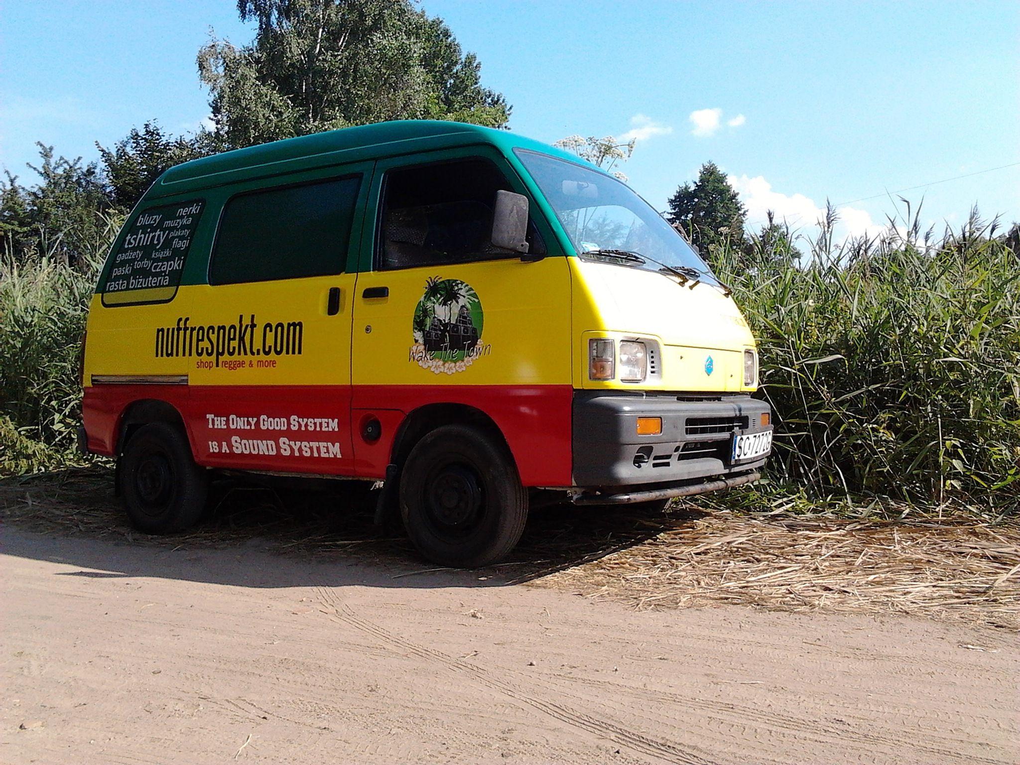 Rasta style bus nuff respekt piaggio porter kiavan for Industrial electric motors danbury ct
