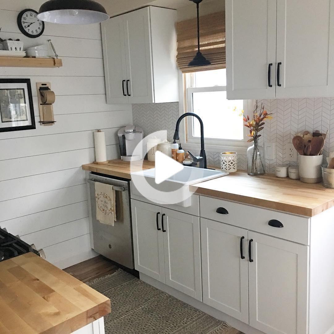 26 Pequenas Ideas De Cocina De Robar Por Lo Que Nunca Sentir Claustrofobia Una Vez Mas In 2020 Very Small Kitchen Design Kitchen Design Small Kitchen Remodel Small