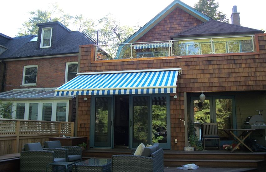 Blue And White Striped Awning 庭