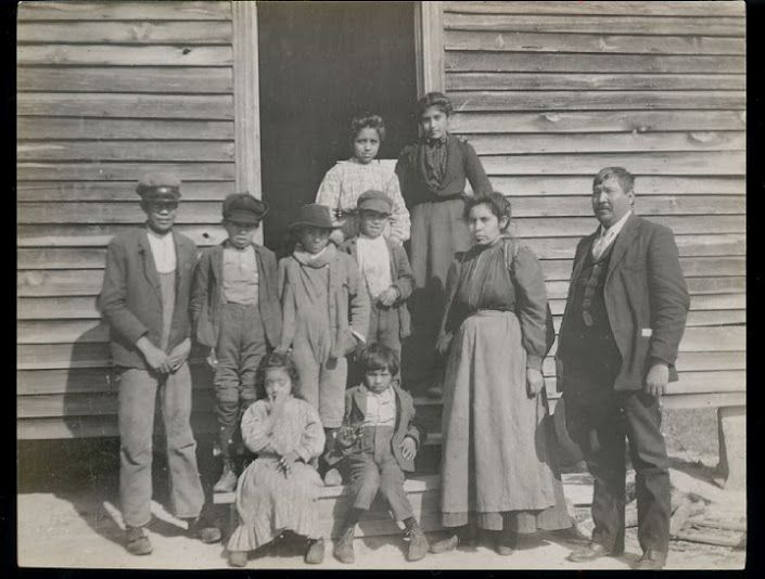 Chief D. A. Harris (far right) and a group of Catawba - 1908