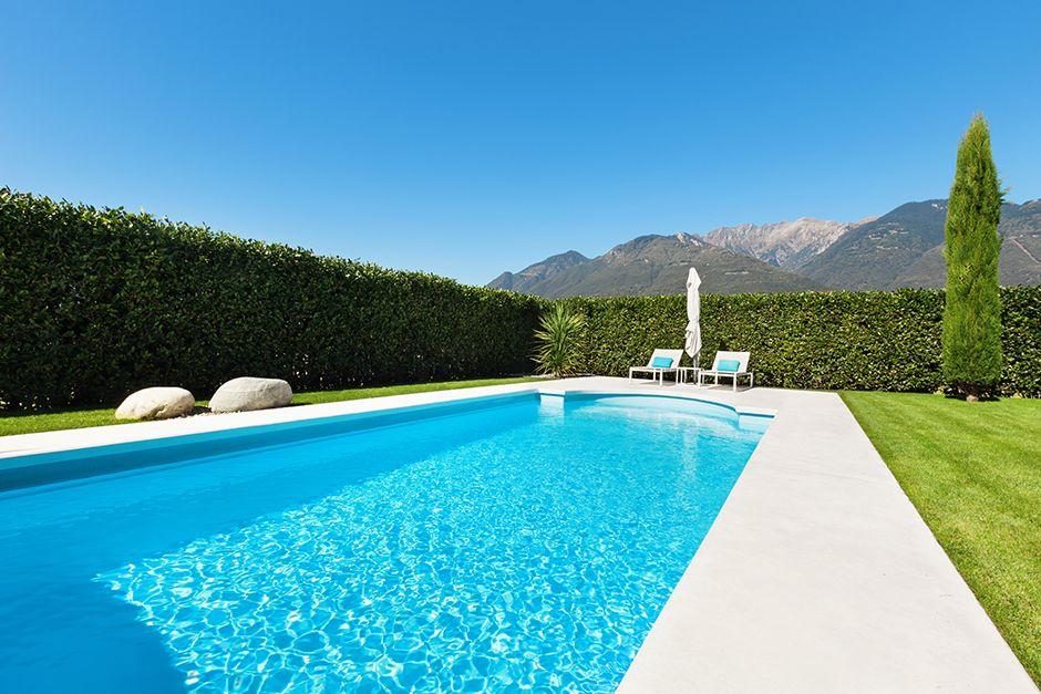 Diseño de #jardín con #piscina http://construccionsf60.com/decorar ...
