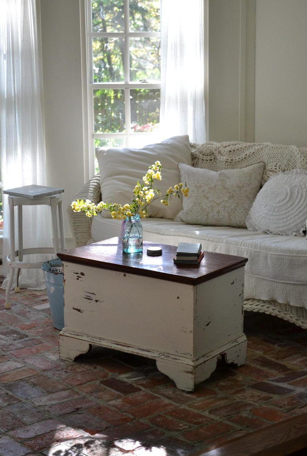 cottage fix blog shabby chic sun porch hnliche tolle. Black Bedroom Furniture Sets. Home Design Ideas