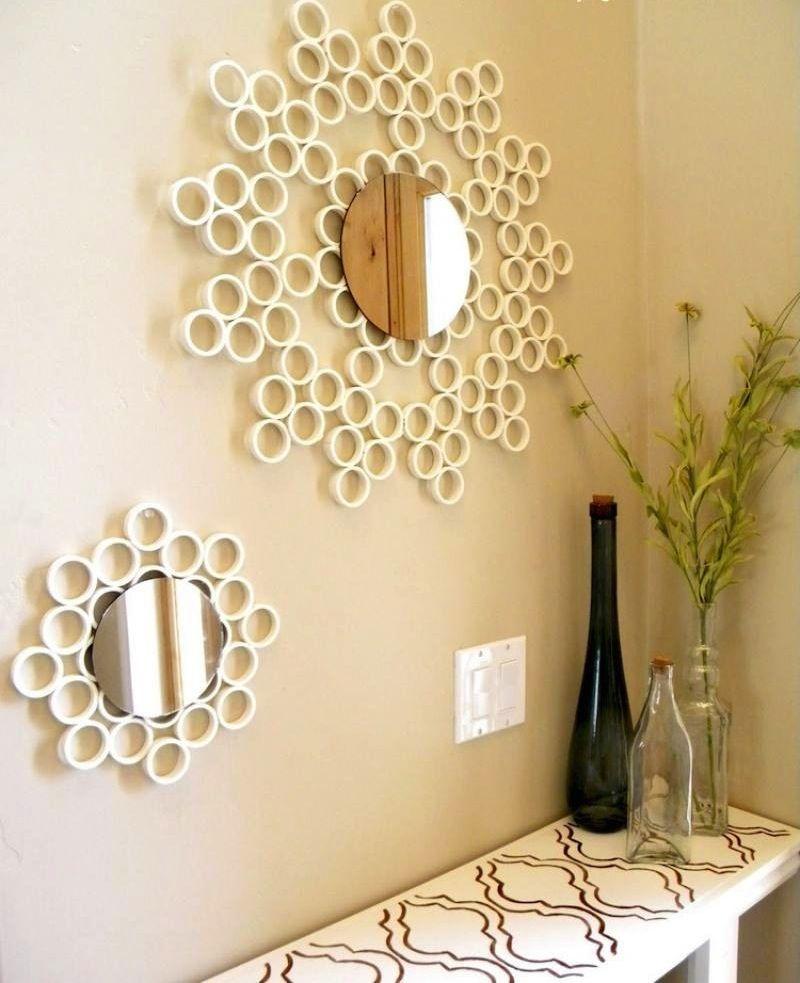 Emoldurar um #espelho de parede é uma forma prática e barata de aprimorar a #decoração. O cantinho do #aparador ficou lindo com o conjunto de espelhos redondos. E sabe do que é feita a moldura? Com canos de PVC! Ecológico e criativo! #criatividade #homedecor