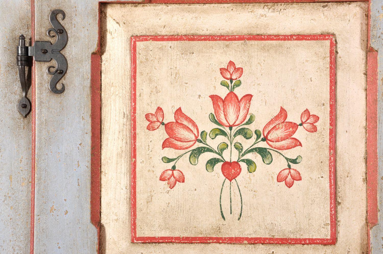 Decorazione Ante Armadio : Armadio depoca a 2 ante decorato in stile barocco 700 tirolese val