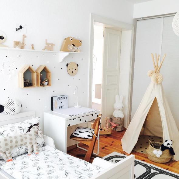 Habitaci n infantil original y moderna en tonos madera for Habitacion infantil original