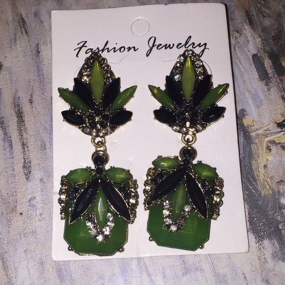 ✨FINAL PRICE✨Emerald Green Statement Earrings These have a lot of details and are very well made. Brand new never have been used. Just selling no trades. Price is firm. Jewelry Earrings