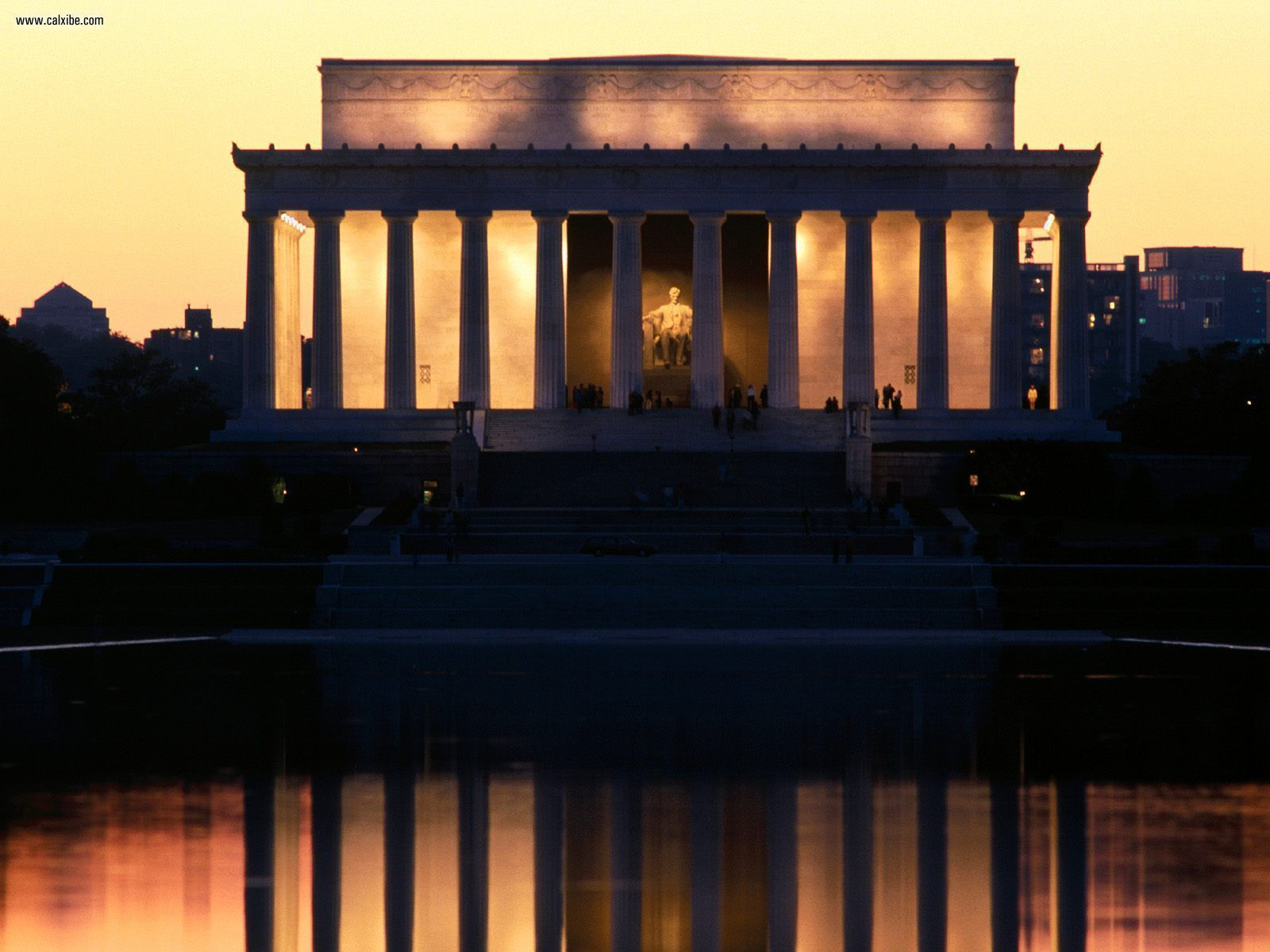 lincoln memorial reflected   washington, the district of columbia
