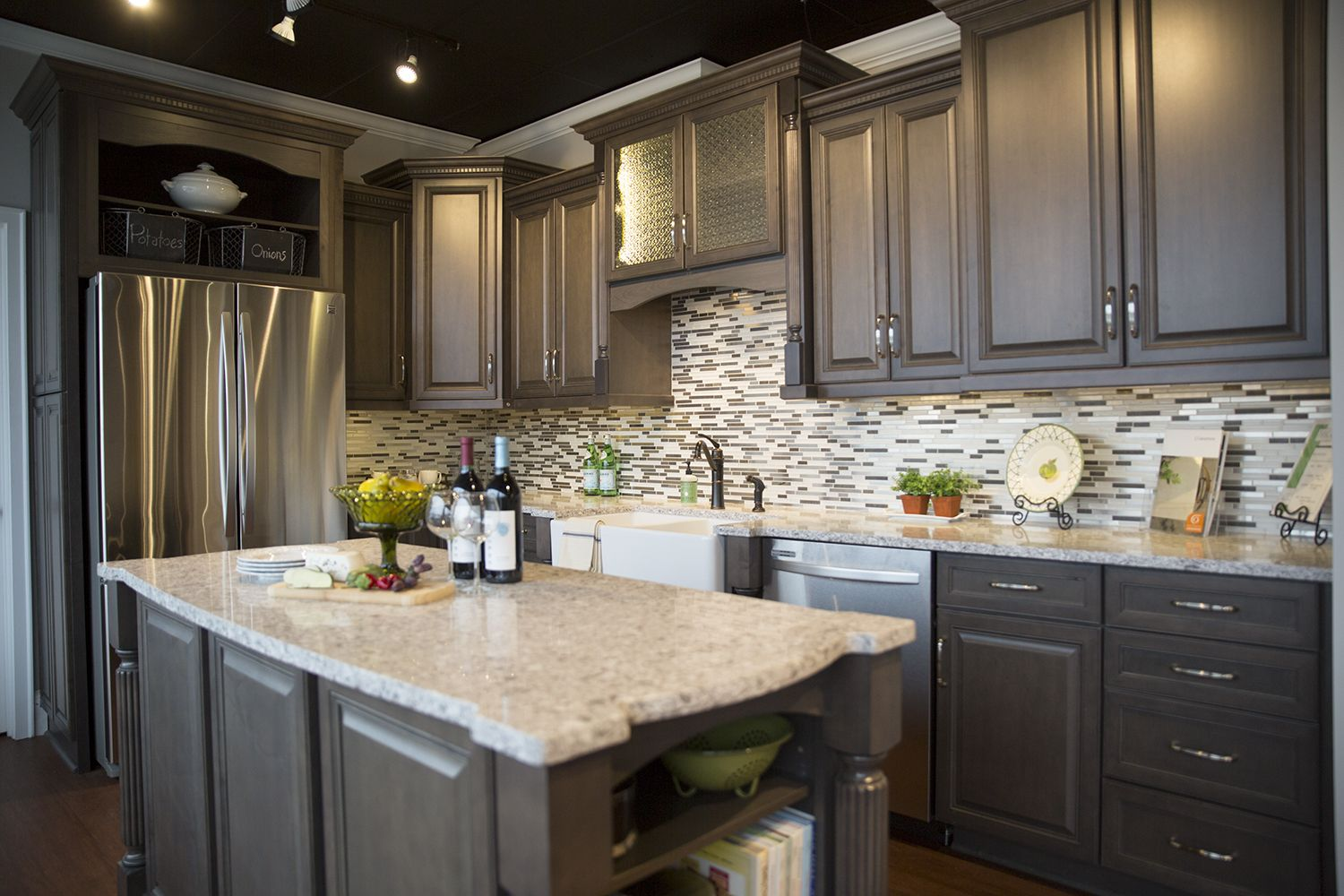 Marsh Cabinets Arlington 1 In Graphite No Glaze Kitchen Cabinets And Countertops Kitchen Cabinet Styles Shaker Style Kitchen Cabinets