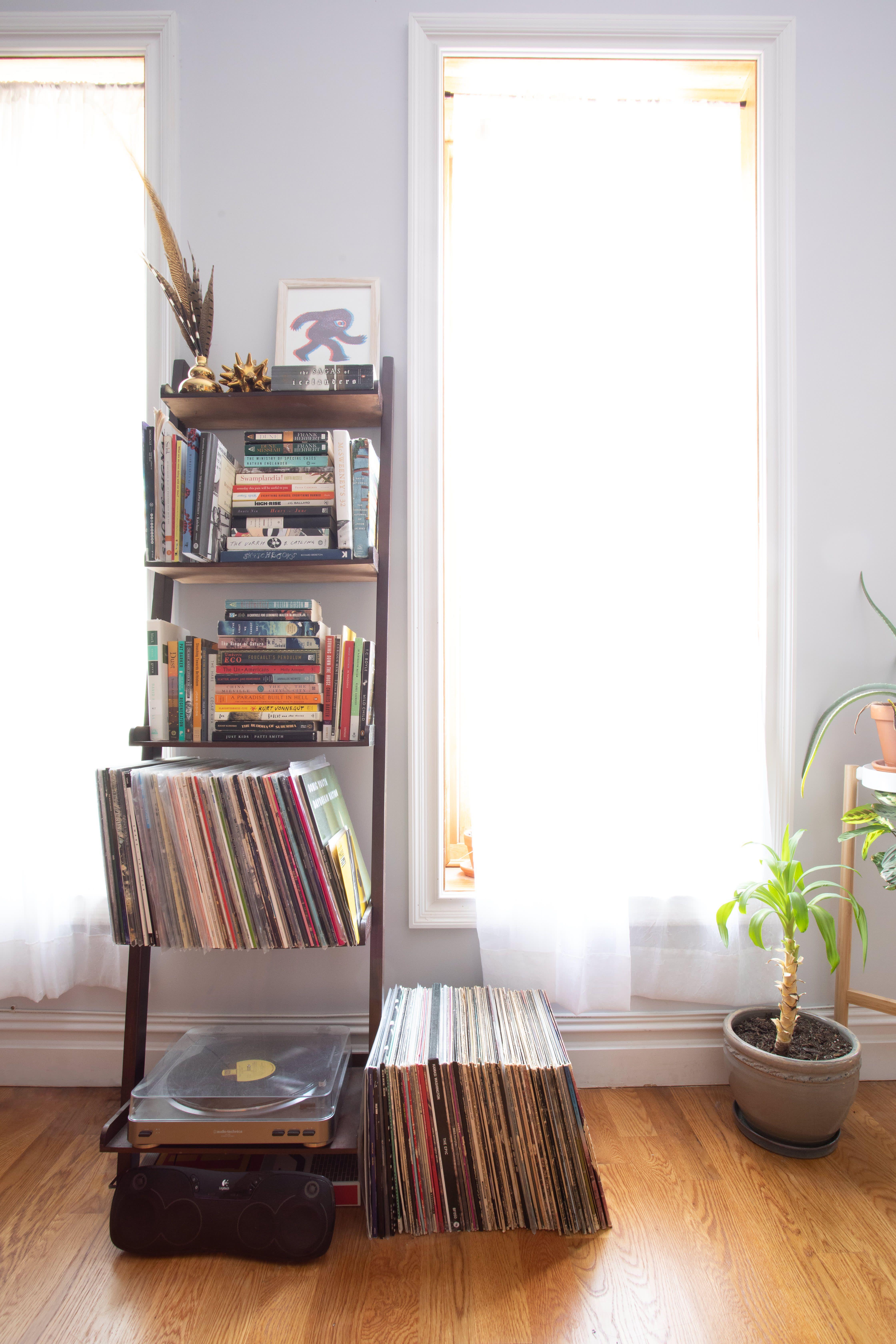 A 208 Square Foot Brooklyn Studio Apartment Feels Much Bigger Studio Apartment Home Interior Design Home Decor