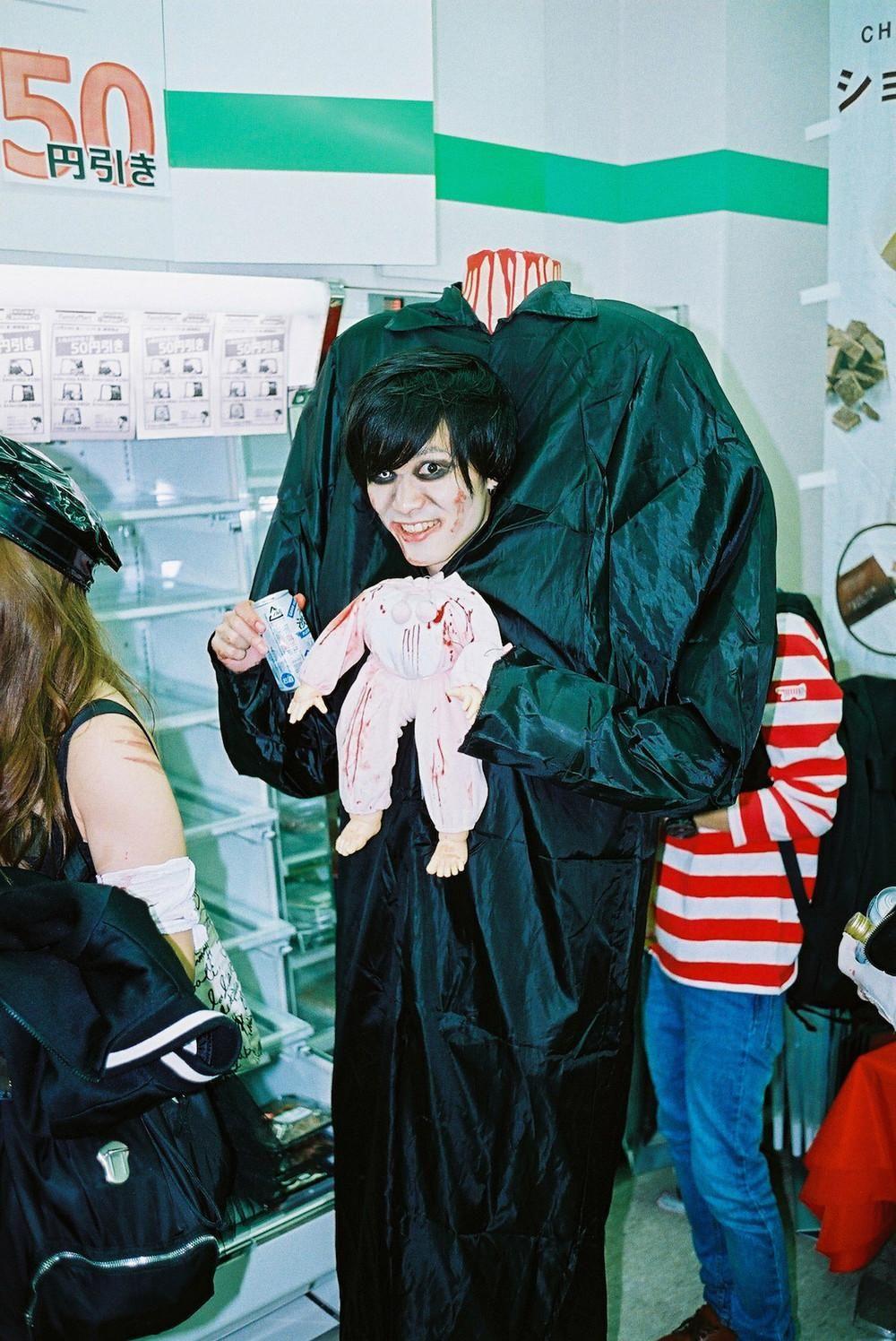 Selfie-sticks et bébés décapités : un Halloween à Tokyo | VICE | France