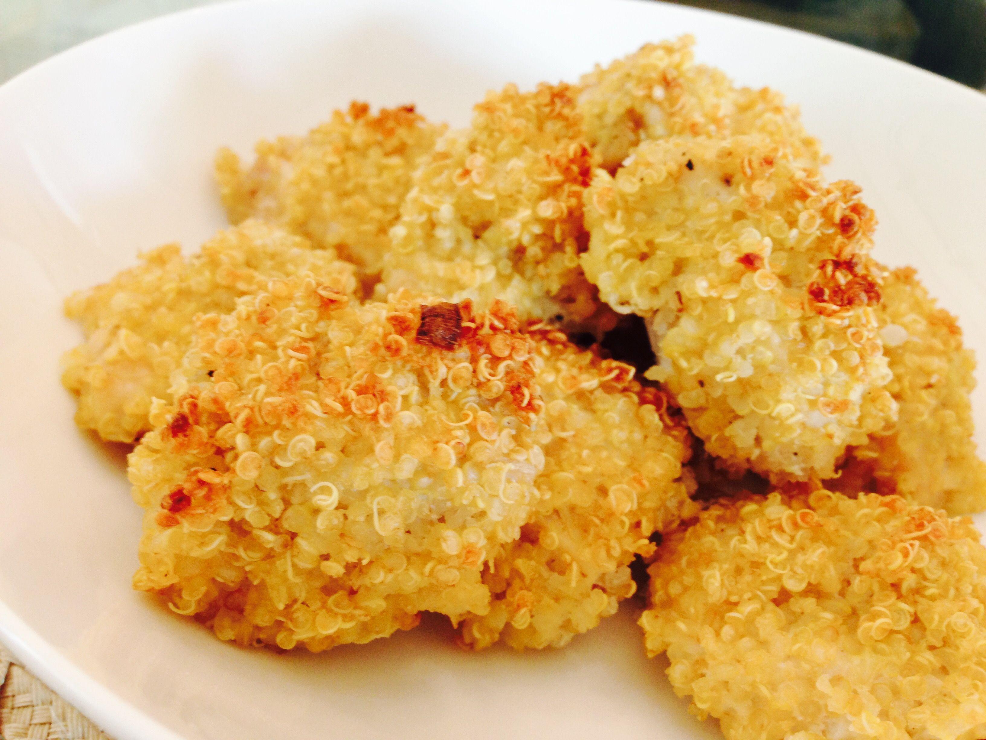 """""""Nuggets"""" de frango com casquinha de quinoa - http://www.casarnaoengorda.com.br/recipes/nuggets-de-frango-com-casquinha-de-quinoa/"""