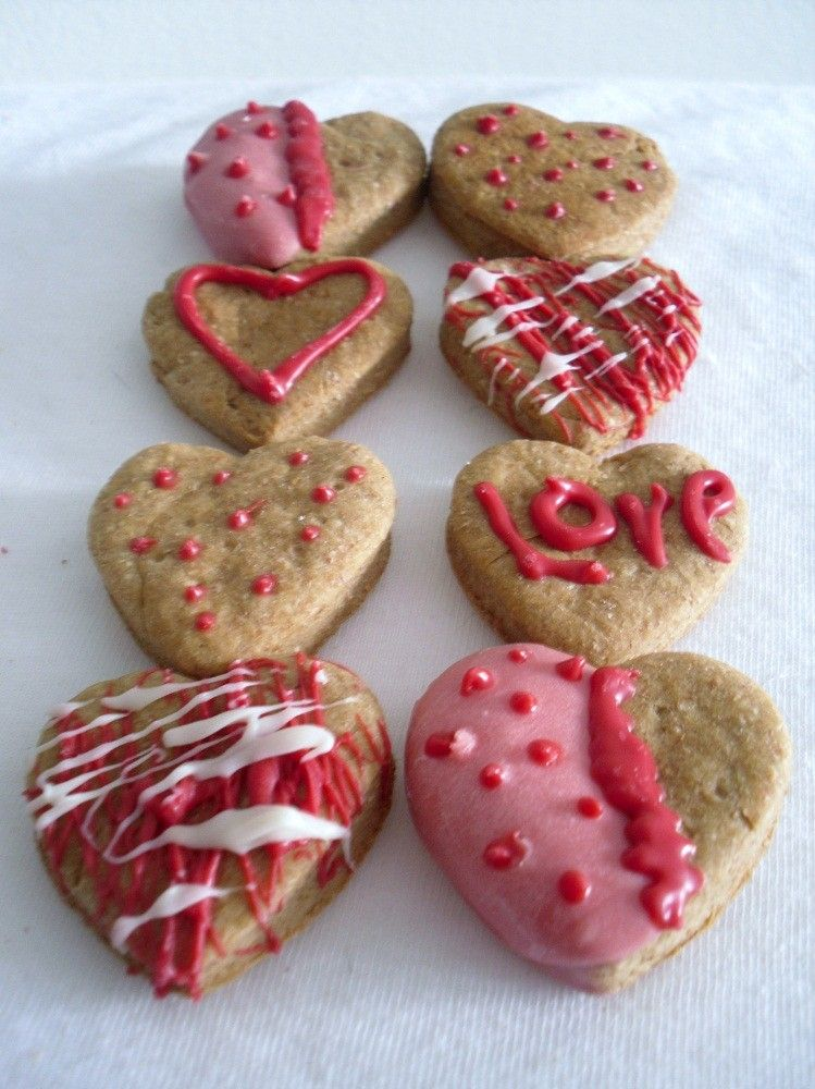 My Furry Valentine Petite Hearts-Decorated Chicken Hearts-Homemade Gourmet Dog Biscuits and Treats-All Natural - Po's Bag of Bones Bakery. $8.75, via Etsy.