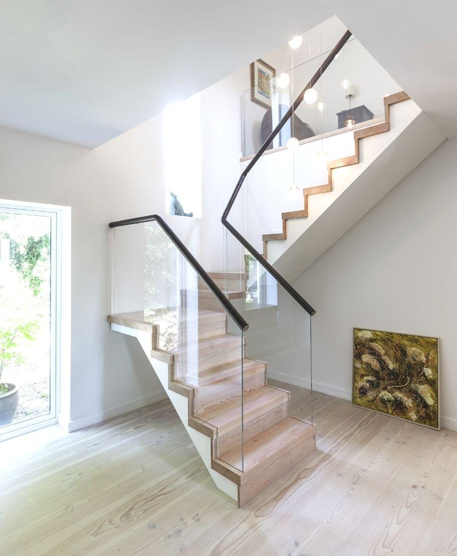 Fensterfronten Und Metall Treppe Haus Design Minimalistisch: Holz