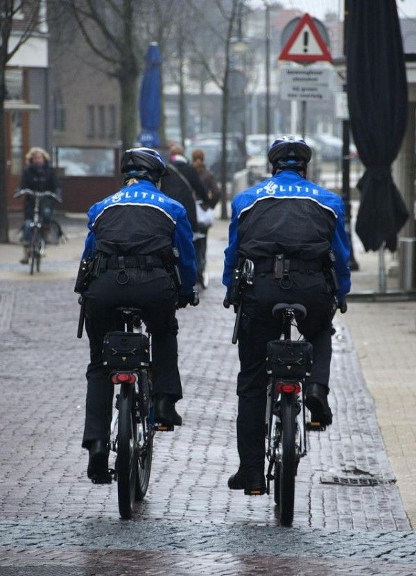 **Politie te fiets (Police-officers on their bikes)