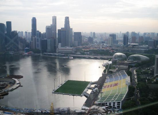 Made Entirely Of Steel The Floating Platform Of This Stadium In Singapore Measures 390 Feet Long And 27 Stadium Architecture Central Business District Stadium