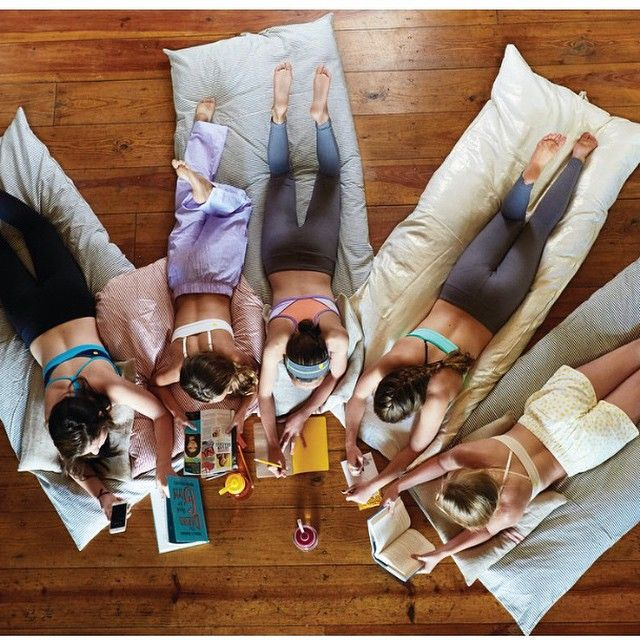 Love this photo from @yellowberry catalog taken by our @kristinaloggia THROWBEDS bringing people together. #girls #teenagers #bff #squad #hedgehouseLovesYou