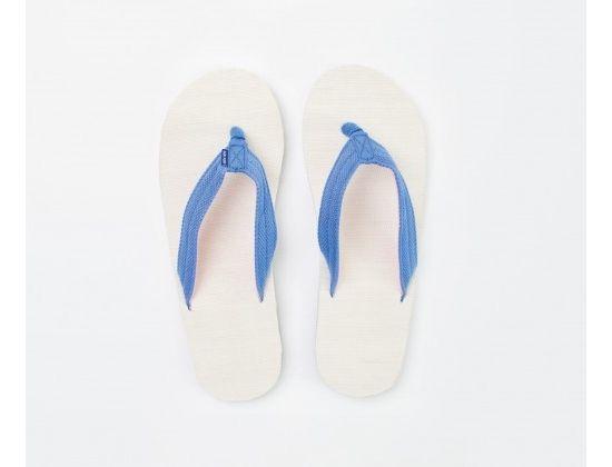 Hari Mari is a hue-driven, comfort-focused, eco-friendly flip flop line dedicated to fighting pediatric cancer.