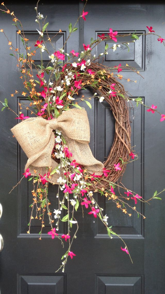 Summer airy wreath with burlap bow would