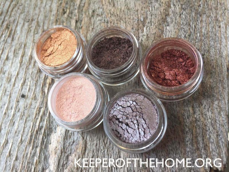 How to Make Your Own Natural Makeup (with Video) | Keeper of the Home