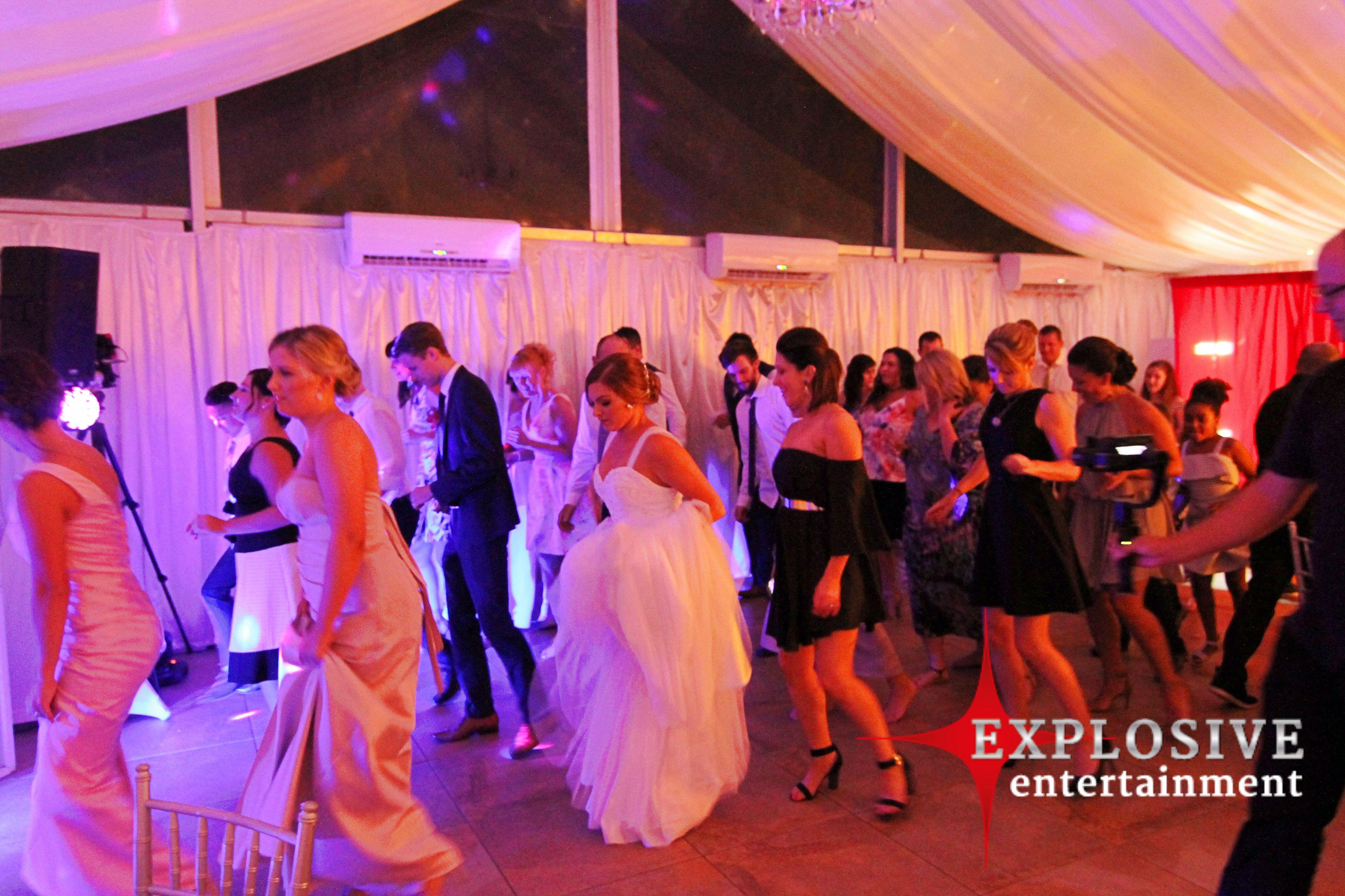 Wedding Ladies and gents rockinu0027 the dance