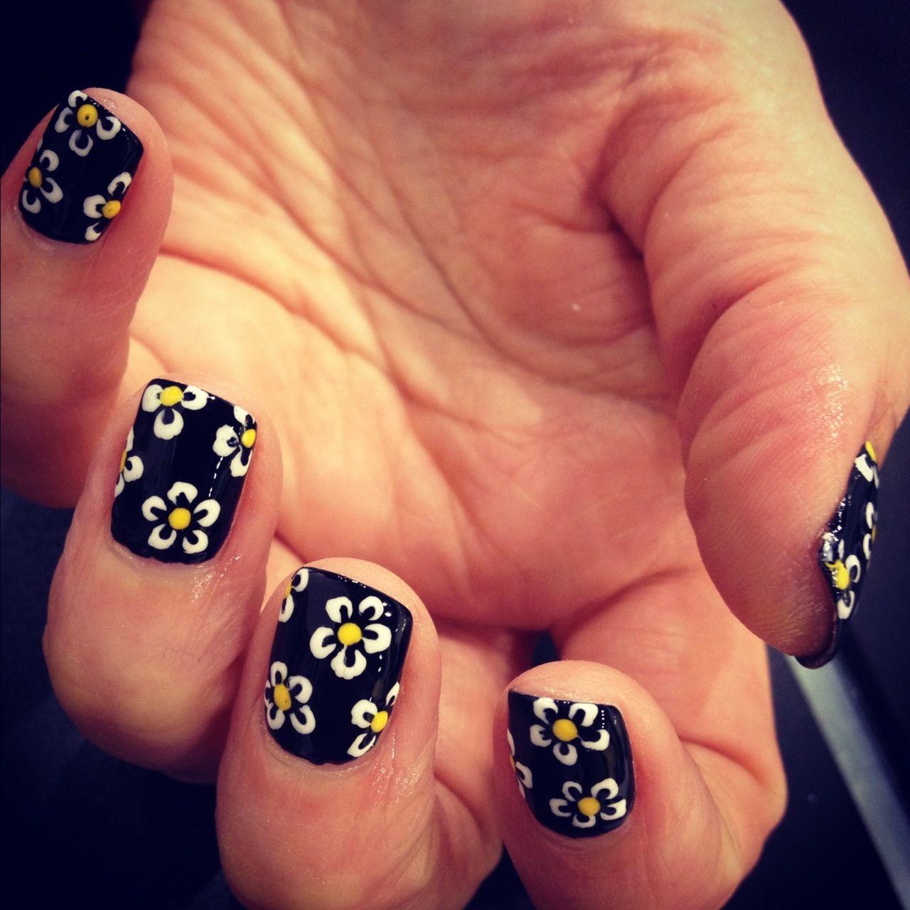 Daisies - WAH Nails | Nail Art ッ | Pinterest | Daisy nails, Make up ...