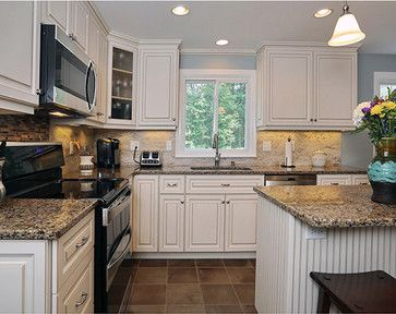 Download Wallpaper Off White Kitchen With Black Appliances