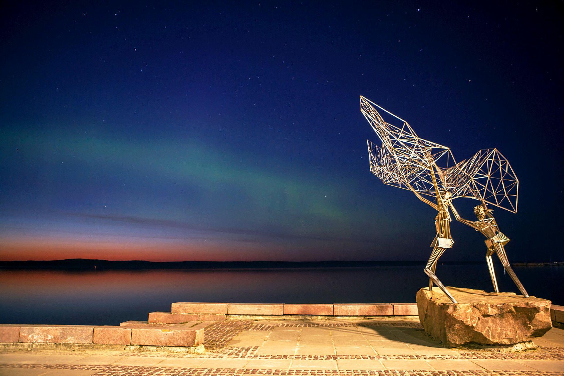 Aurora borealis (northern lights) over Lake Onega in Petrozavodsk ...