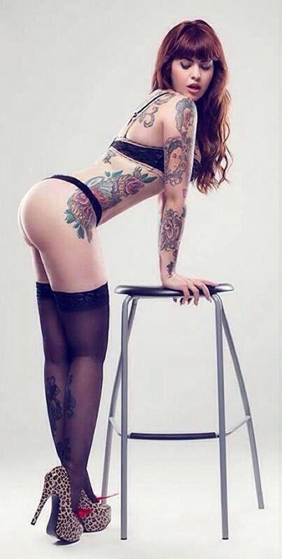 Znalezione Obrazy Dla Zapytania Crossed Legs Pinup Pose Ladies Of Metal Metal Girl Tattoed