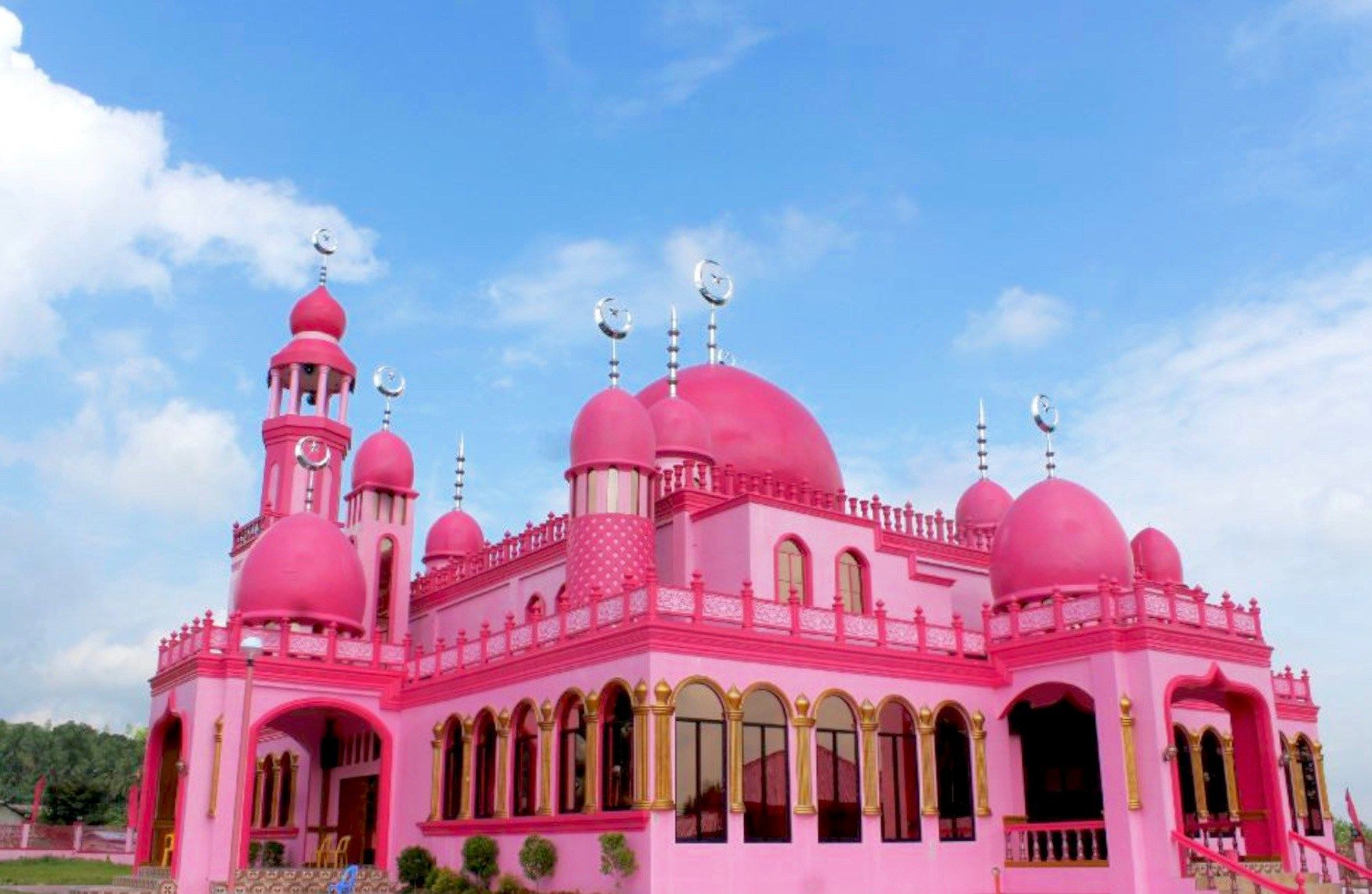 This Stunning Hot Pink Mosque Should Be On Your Bucket List Layali