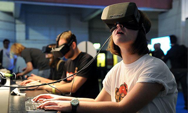 فيس بوك تخطط لنظارة اوكولوس ريفت لاسلكية رخيصة العام القادم Virtual Reality Technology Virtual Reality Headset Virtual Reality