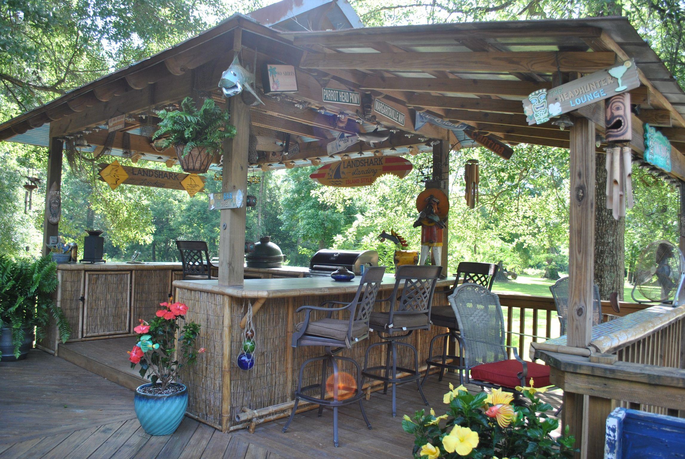 Back Yard Bar | Back Yard Tiki Bars | Diy outdoor bar ... on Tiki Bar Designs For Backyard id=84936
