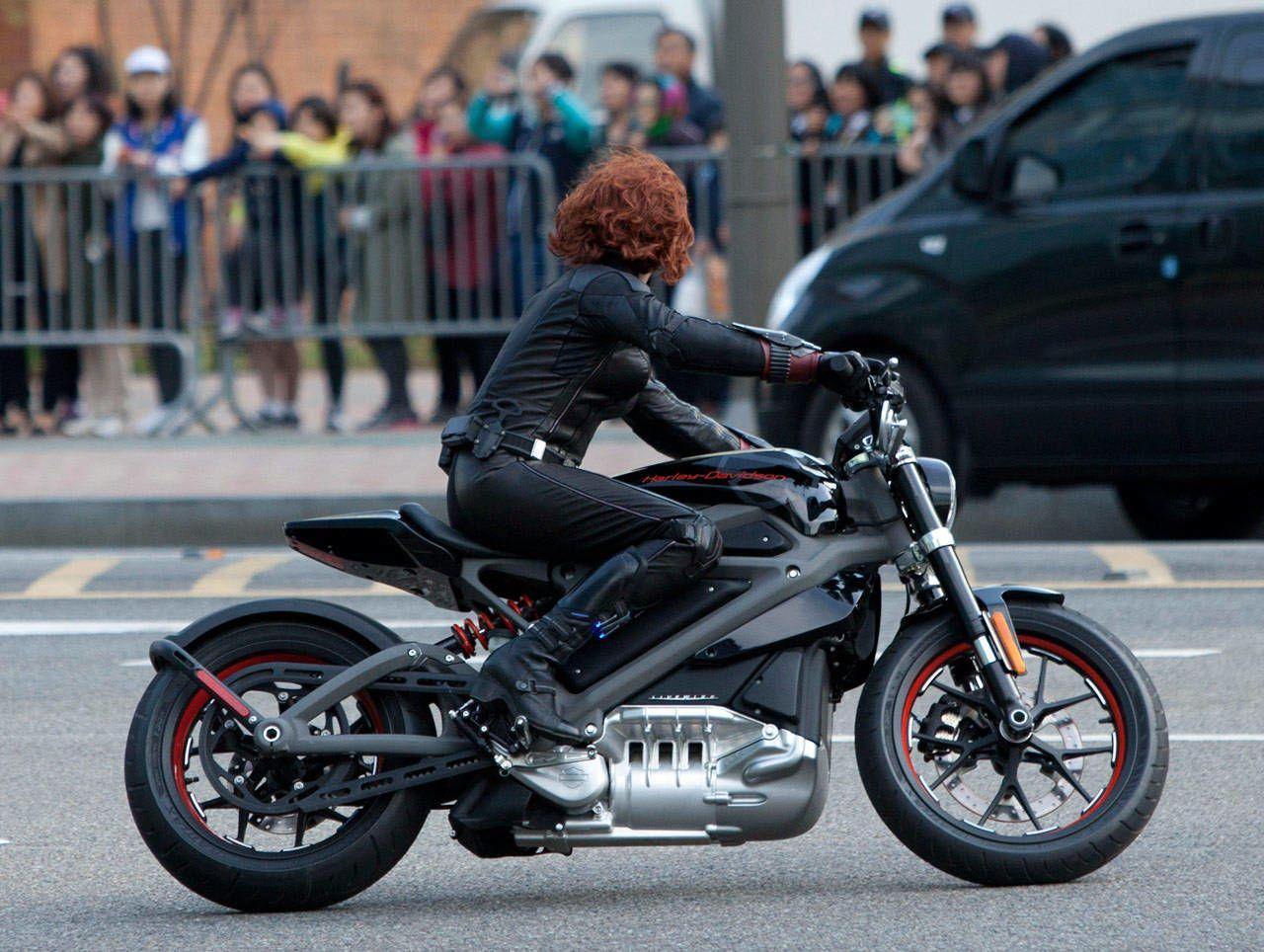 Scarlett Johansson Trades Vette For Electric Harley Davidson In Avengers 2 Harley Davidson Posters Harley Davidson Electric Motorcycle Harley Davidson Bikes