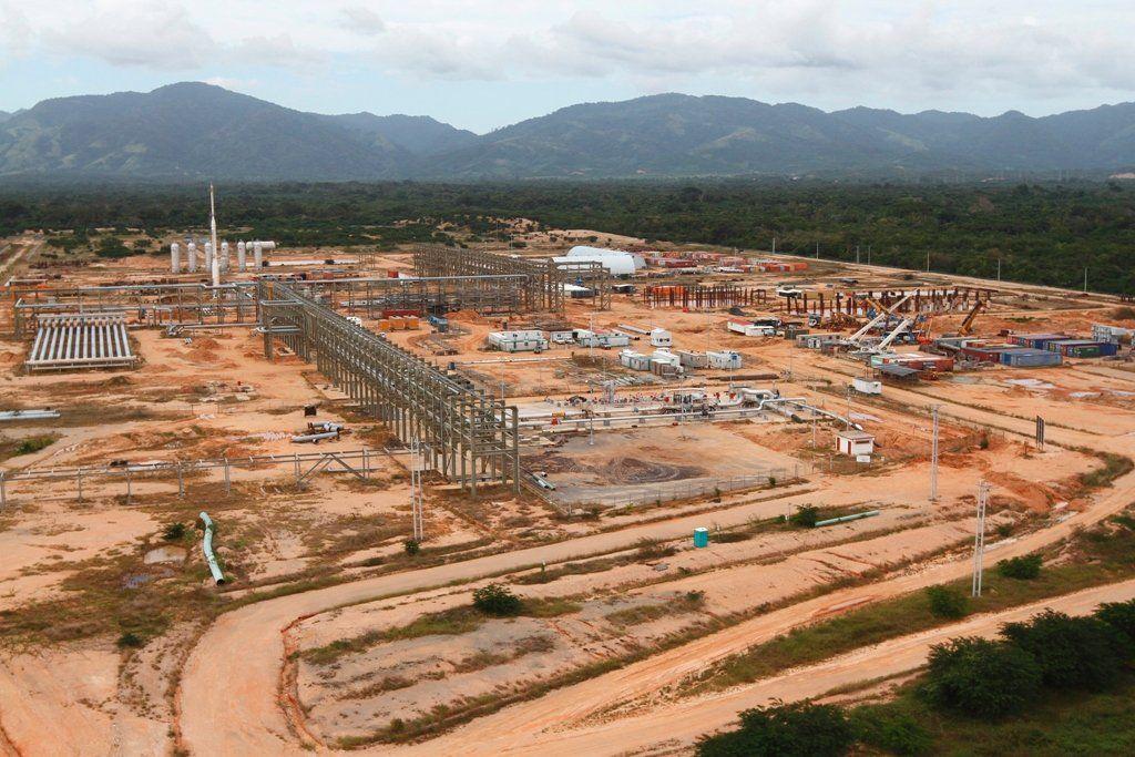 @vencedor_ribas : RT @PDVSA: PDVSA adelanta una gigantesca Planta de Acondicionamiento de Gas para el Mercado Interno en Güira estado Sucre  https://t.co/Vb4ntcDaUF