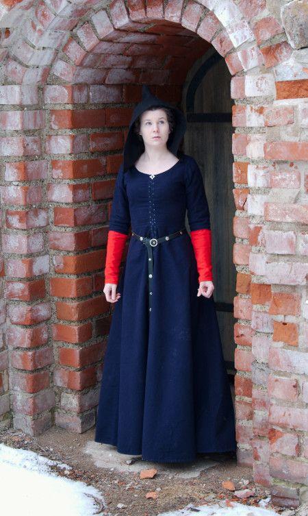 Dark blue cotehardie | Cotehardies & Kirtles | Medieval