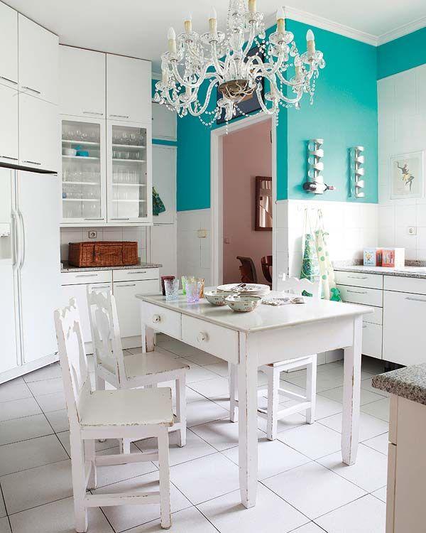 Cocina blanco y turquesa cocinas cocinas retro for Deco de cocina azul blanco