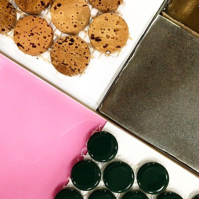 #tile #tileaddiction  #love #pennytile #pennyround #ihavethisthingwithfloors #design #designer #interiors #interiordesign #decor #homestyling #instastyle #trend #gold #cork #pink #breastcancerawarenessmonth  #huntergreen #pattern #cloud #mosaic #cookmanave #asburypark #moden #style #modernistatile #love #xoxo by modernistatile